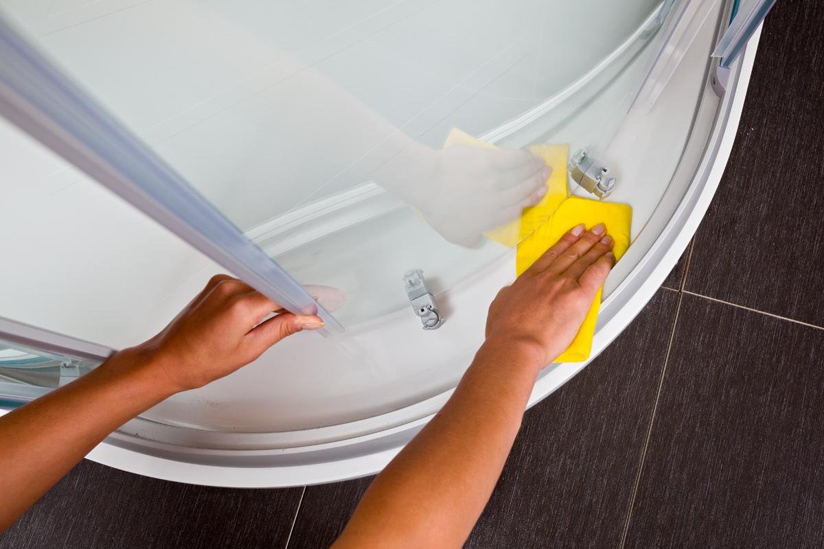ARAVAK Cleaner a szanitertermékek felületének tisztítására szolgáló készítmény, amely megbízhatóan eltünteti a zsíros lerakódásokat és a vízfoltokat, a makacs vízkövet.