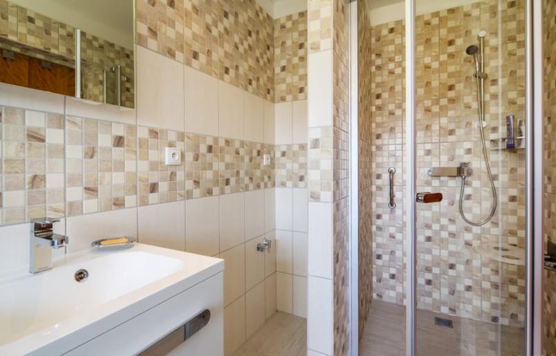 A zuhanyzó szerepe kulcsfontosságú. Ha Önnek is szüksége van egyedi zuhanykabinra a fürdőszobában, vegye fel a RAVAK szakértőivel a kapcsolatot!